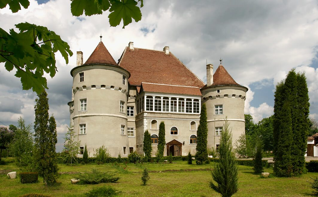 Castles to rent Romania