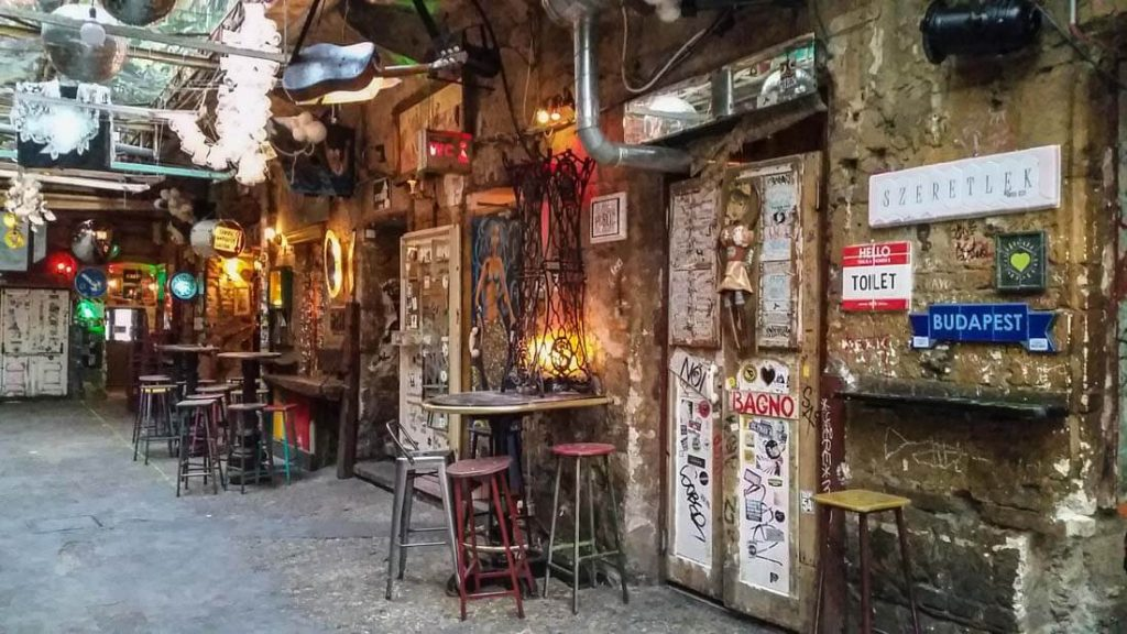 Ruin Pubs Budapest